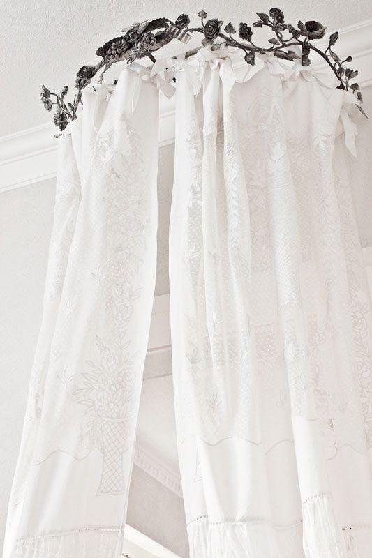 leinen gardine vicenza in hochwertiger qualit t mit stickerei spitze romantisch wohnen. Black Bedroom Furniture Sets. Home Design Ideas